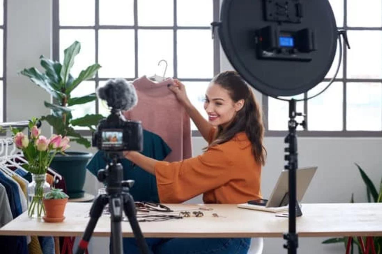 """FASHION LAW. La publicidad más utilizada en las empresas de moda en la actualidad: """"influencers"""" y embajadores de marca.    ¿Qué protección jurídica puede otorgarse a sus derechos de imagen? #CompartirConocimiento"""