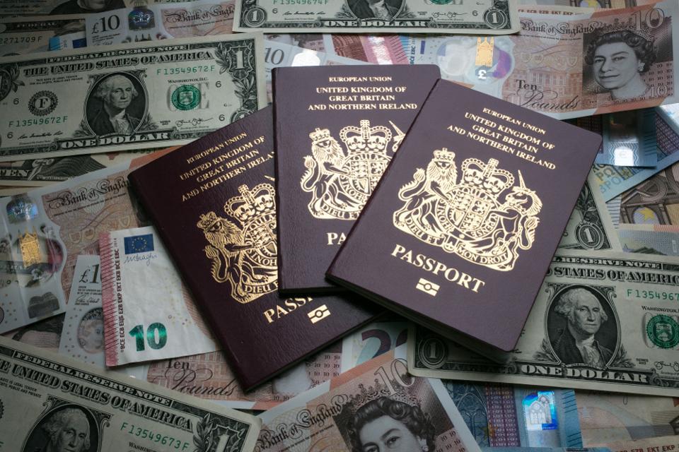 ¿Es legal la negativa de  Reino Unido de  expedir  pasaportes con «género neutro» o  supone una flagrante vulneración de los derechos humanos??