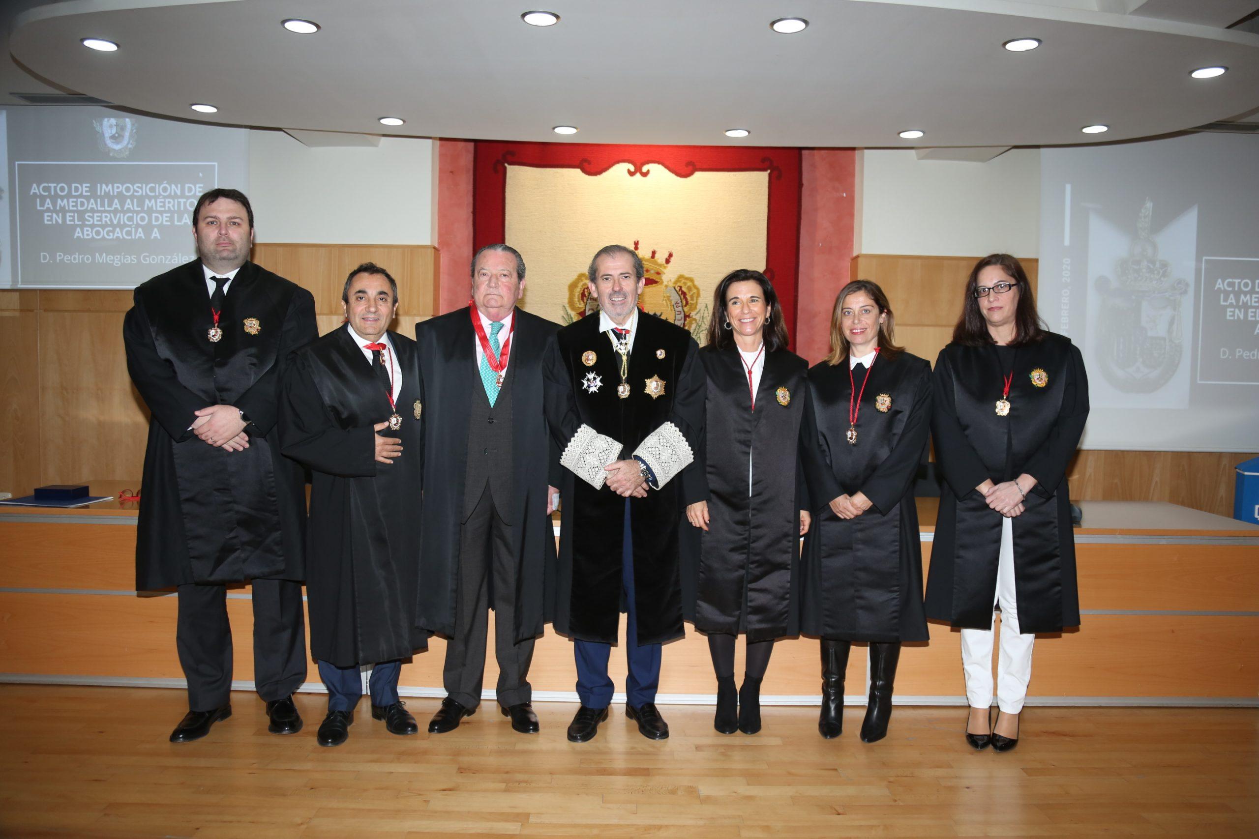 El letrado Pedro Megías recibe en Málaga la Medalla al Mérito en el Servicio de la Abogacía