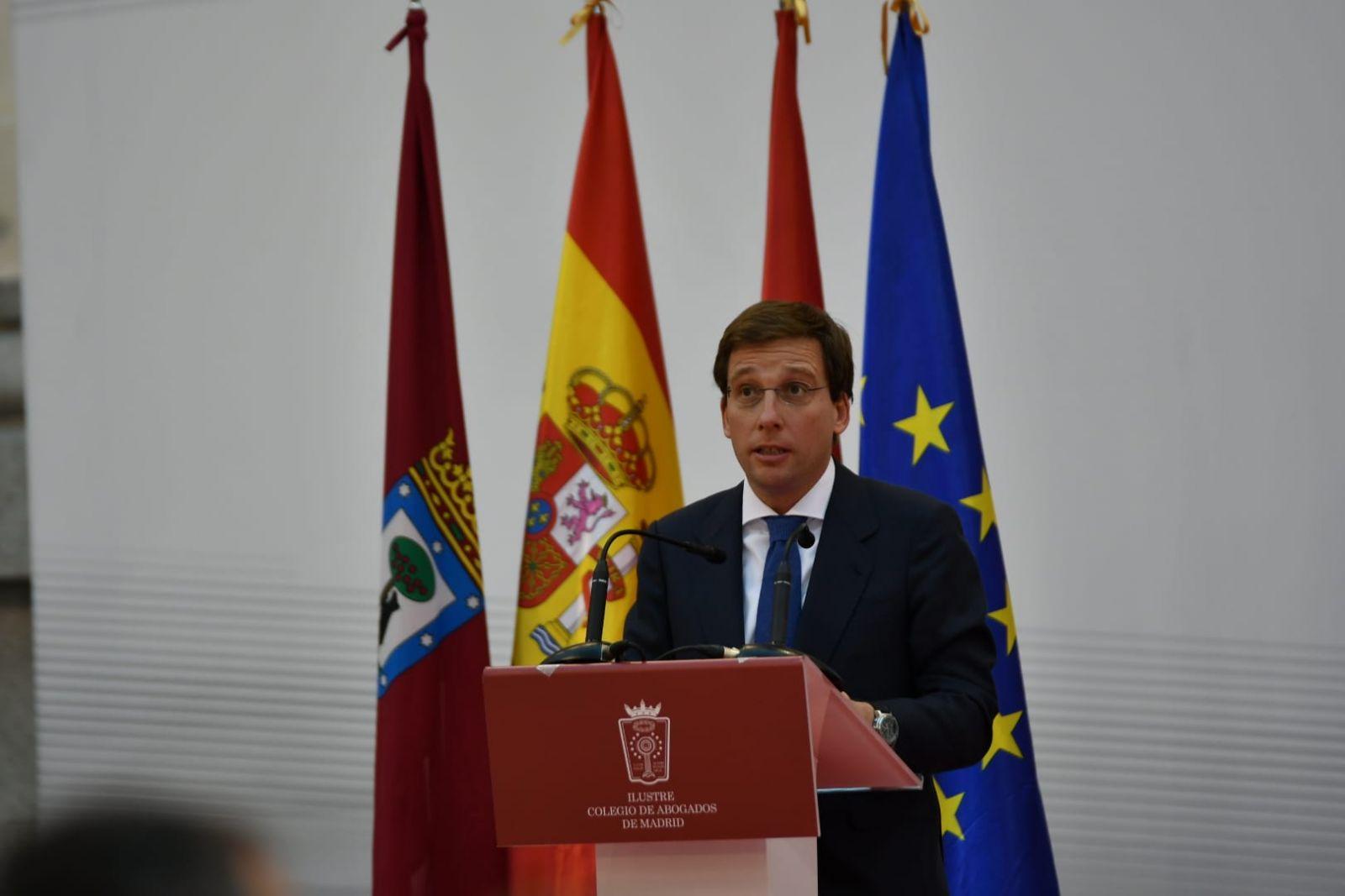 José Luis Martínez Almeida, alcalde de Madrid, ha participado en la ceremonia de entrega de diplomas a los colegiados del ICAM con 25 años de ejercicio profesional