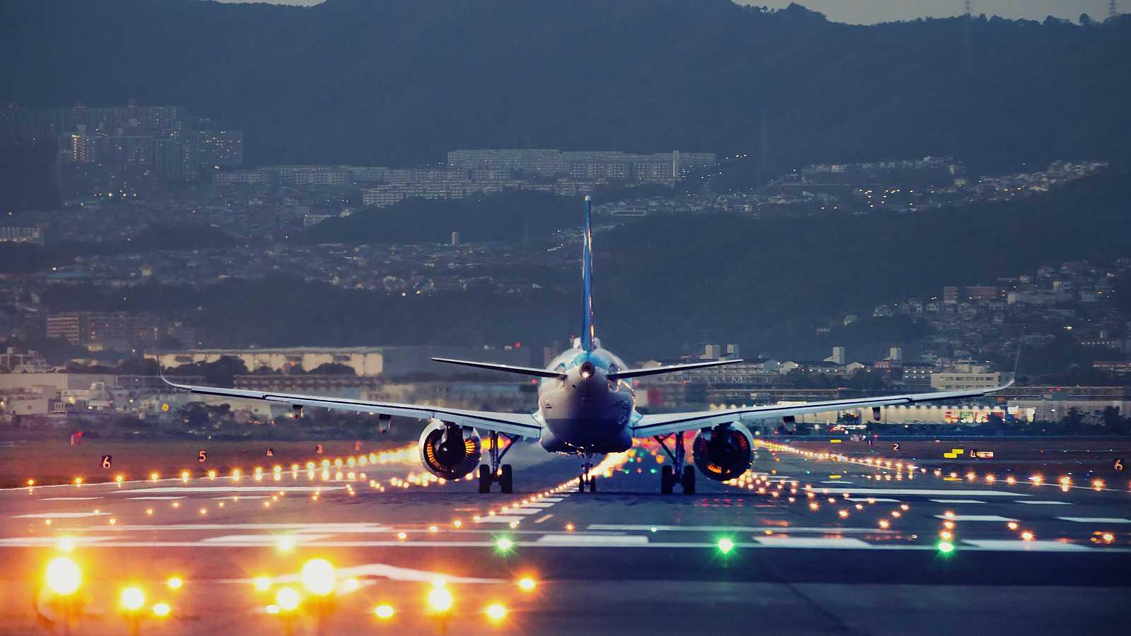 Consumo llevará a los tribunales a 17 aerolíneas por no informar de los reembolsos de billetes.