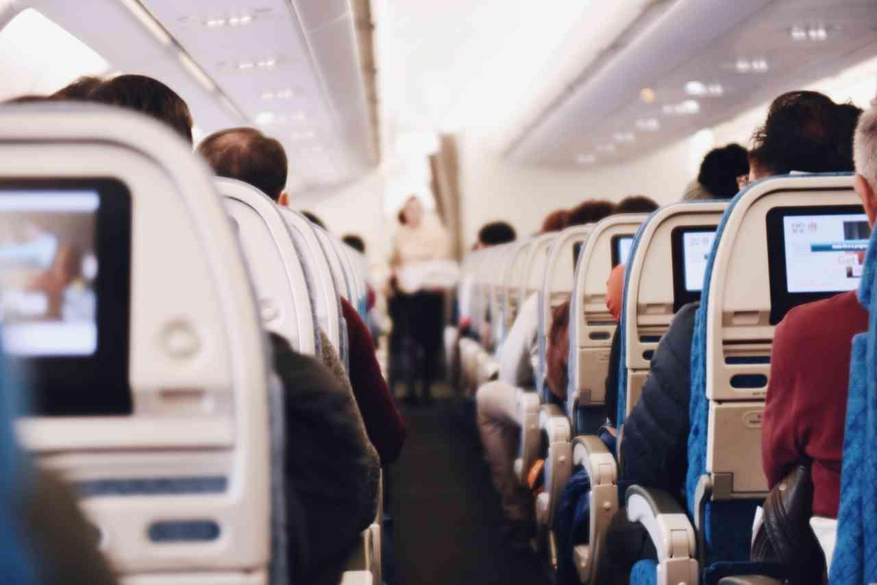 ¿Derecho a ser compensado por una aerolínea por el menoscabo sufrido por el comportamiento conflictivo de otro pasajero?