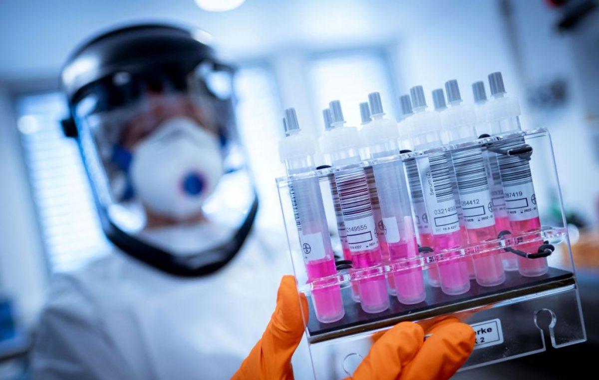 ¿Pueden los prestadores de servicios solicitar a los consumidores una prueba que acredite haber pasado el coronavirus?