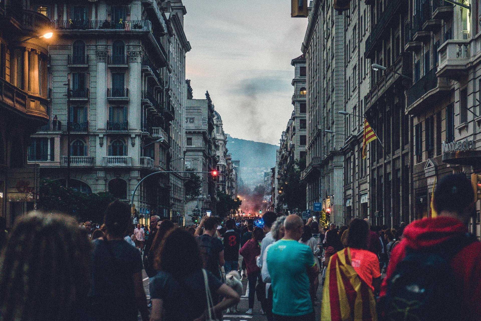 El Parlamento de Cataluña declara que la monarquía española es una institución caduca, antidemocrática y sucesora del régimen franquista