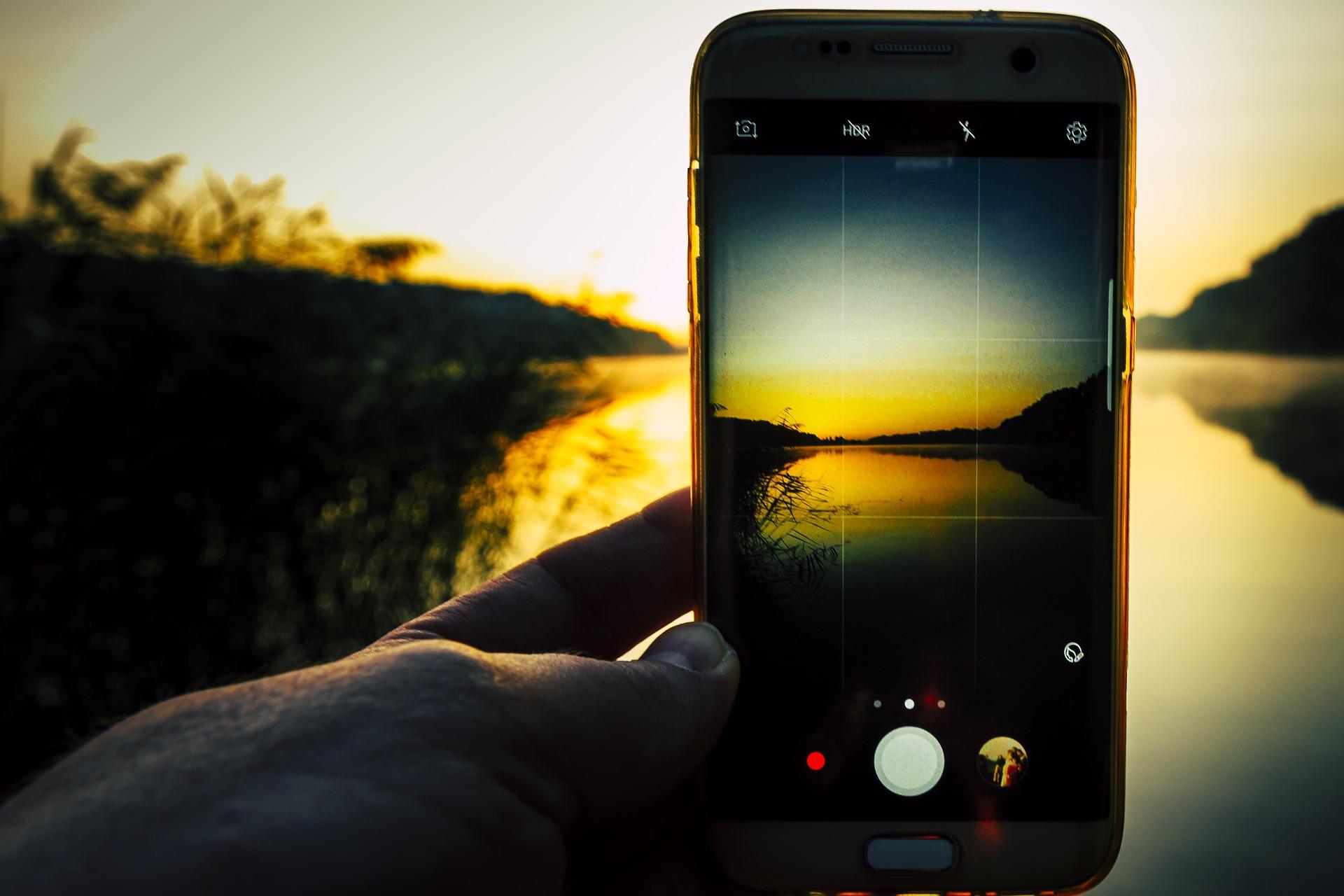 ¿Te pueden despedir si usas el móvil de empresa mientras estás de vacaciones?