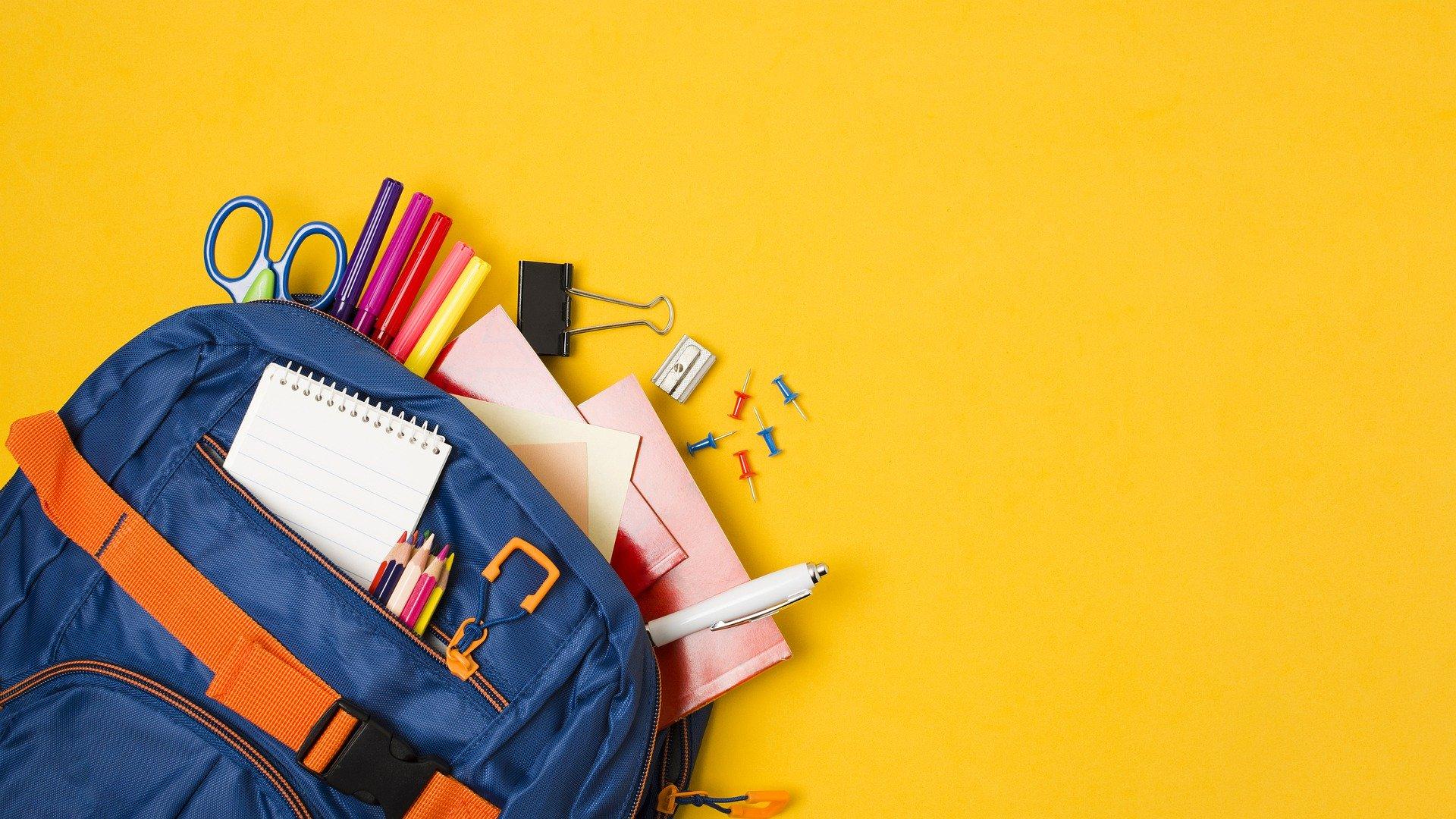 school-supplies-5541099_1920