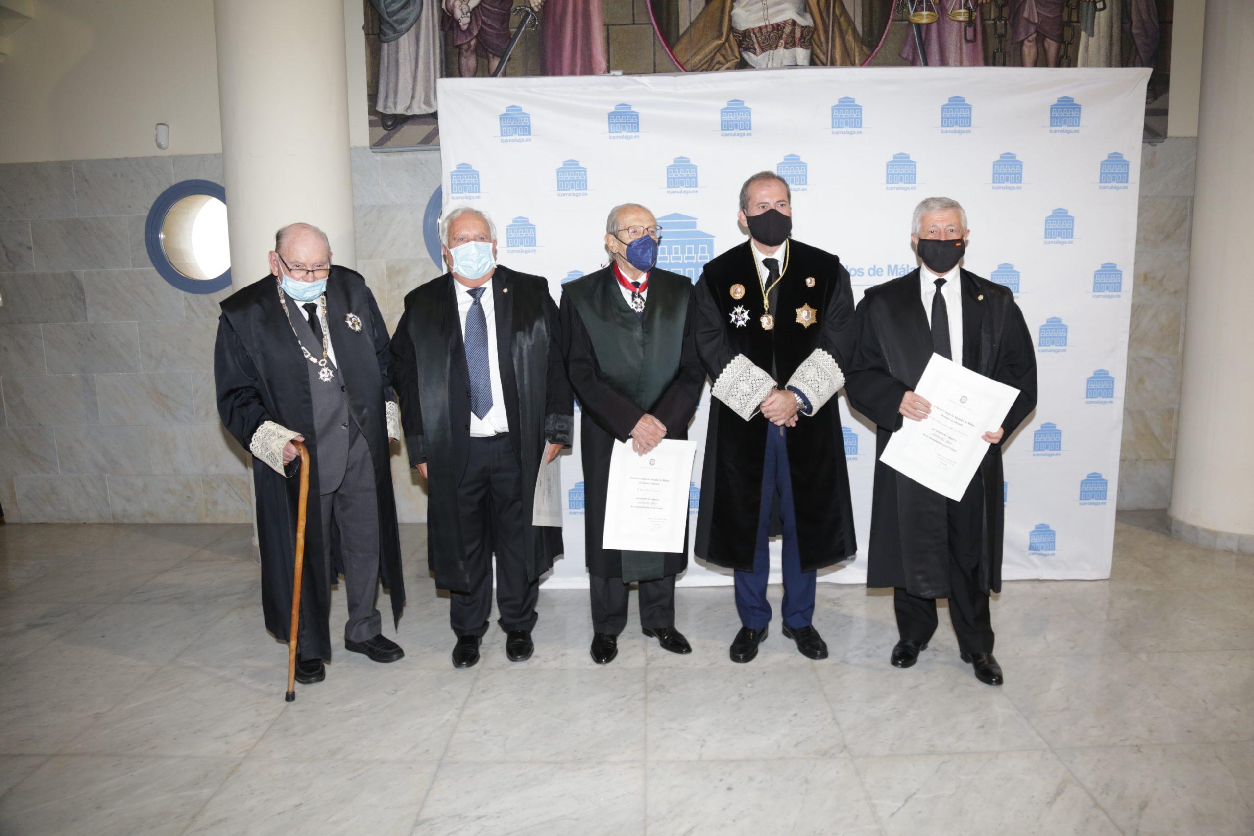 El Colegio de Abogados de Málaga rinde homenaje a los letrados que cumplen sus 'bodas de oro' colegiales