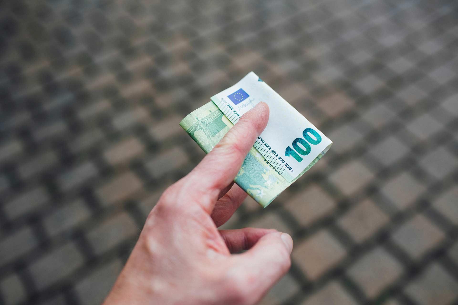 Petición inicial de procedimiento monitorio por impago de préstamo