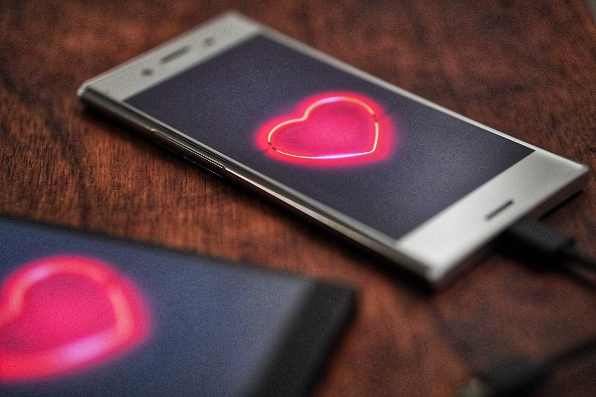 Protección de datos: sancionado un usuario de Tinder por robar la identidad de un tercero