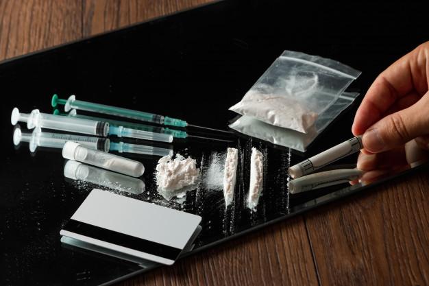 ¿Es delito llevar drogas si son para consumo propio?