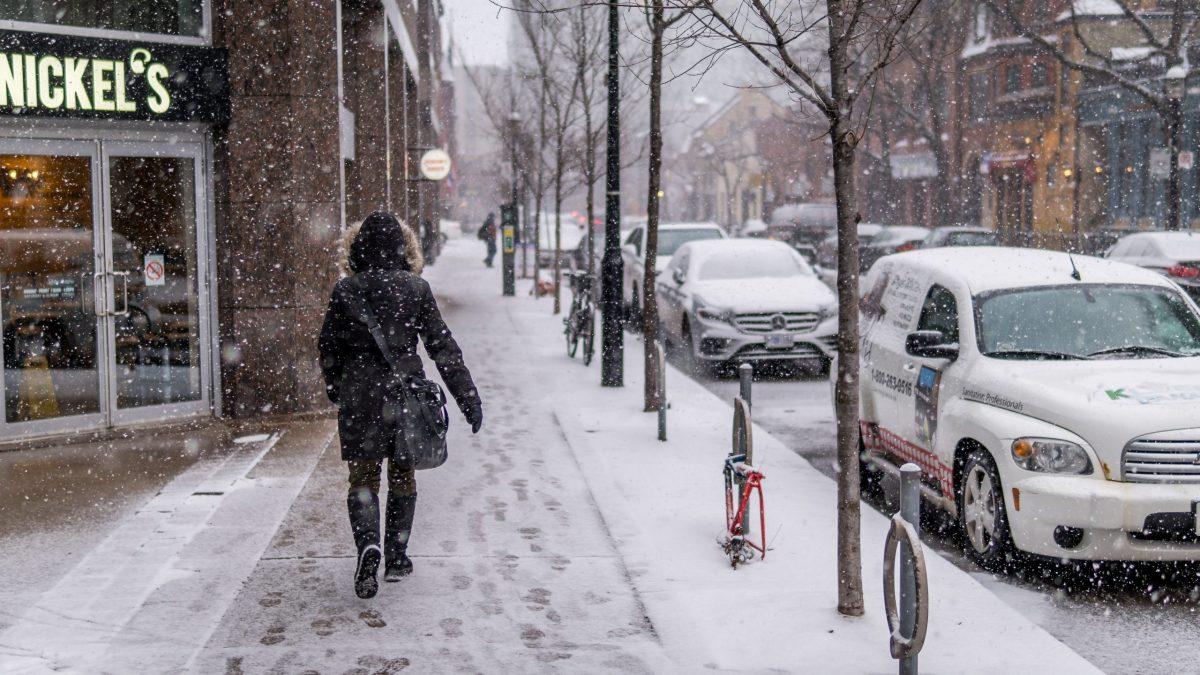 Resbalo con la nieve yendo a trabajar, ¿es un accidente laboral?