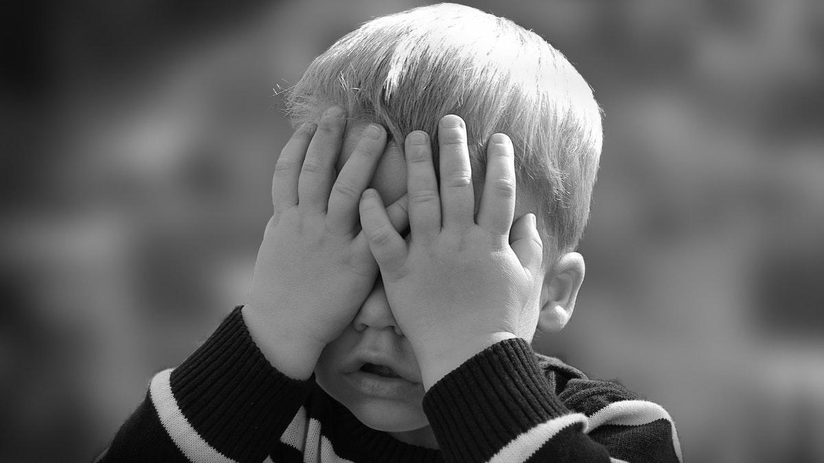 ¡Cuidado con compartir fotos de tu hijo porque puede acarrearte sanciones legales!