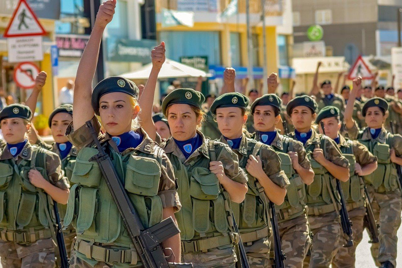 Avance en igualdad de género: las mujeres podrán acceder al Ejército saudí
