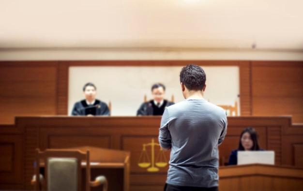 El banquillo de los acusados puede vulnerar su derecho a la presunción de inocencia