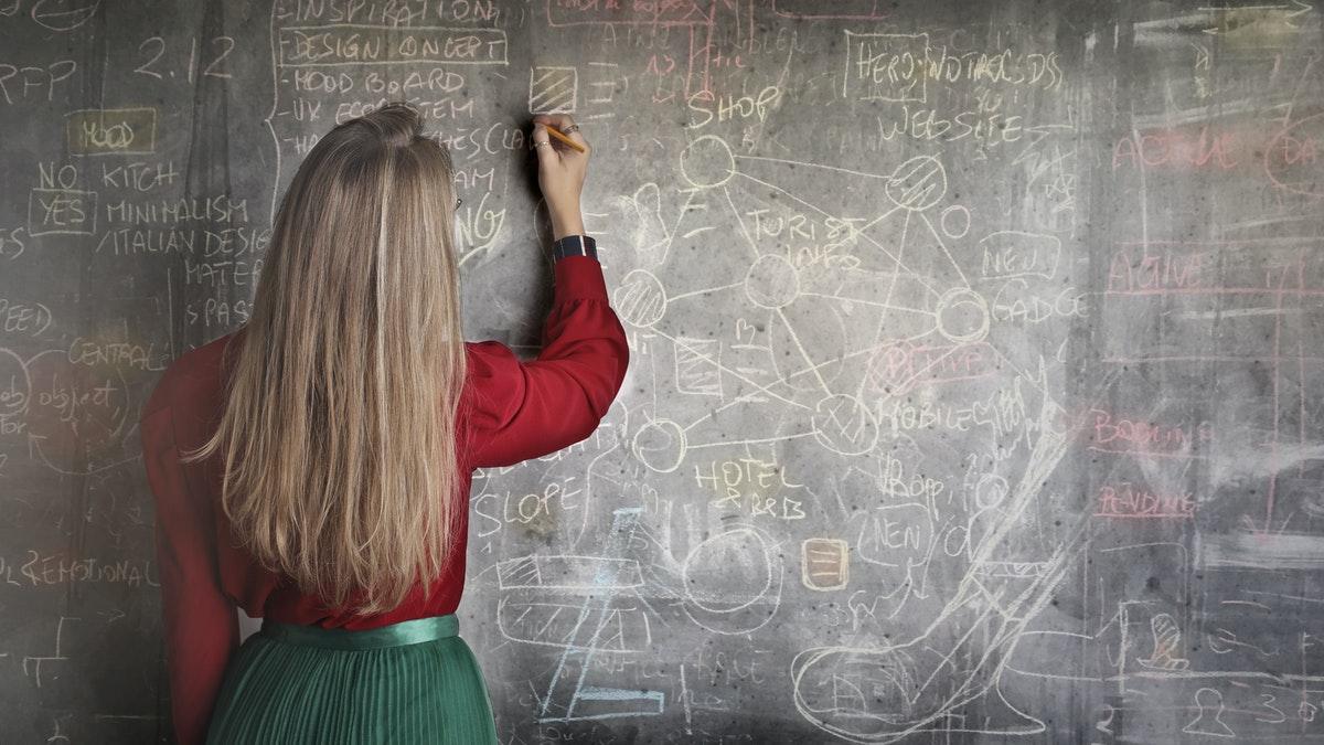 Despido improcedente a una profesora interina